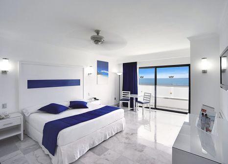 Hotelzimmer mit Volleyball im RIU Caribe