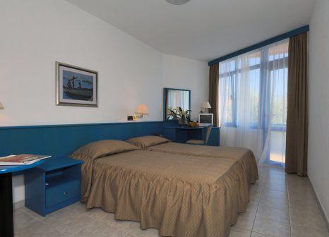 Hotelzimmer mit Volleyball im Maistra Resort Funtana