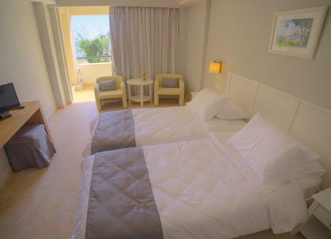 Hotelzimmer mit Volleyball im Elea Beach Hotel