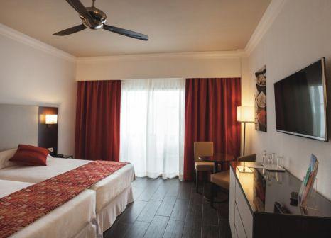 Hotelzimmer mit Tischtennis im Hotel Riu Mónica