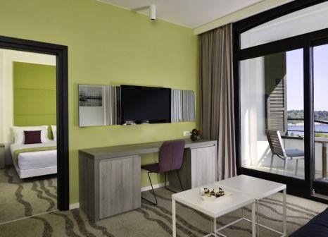 Hotelzimmer mit Mountainbike im Park Plaza Histria Pula & Marina Wing