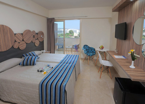 Hotelzimmer mit Mountainbike im Nelia Beach