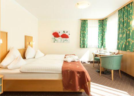 Hotelzimmer im Vier Jahreszeiten günstig bei weg.de