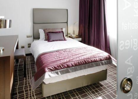 Hotelzimmer mit Hochstuhl im Neya Lisboa
