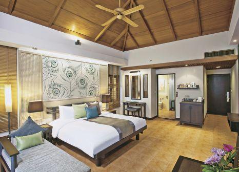 Hotelzimmer mit Volleyball im Khaolak Merlin Resort