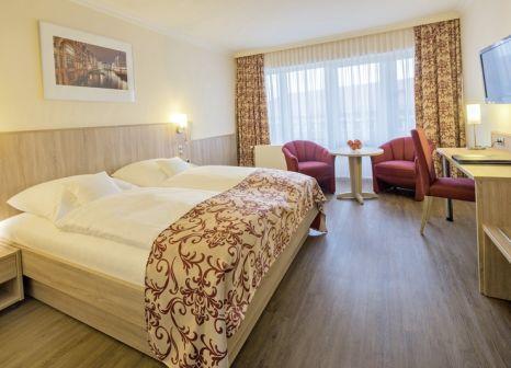 Hotelzimmer mit Hochstuhl im Apartment-Hotel Hamburg Mitte