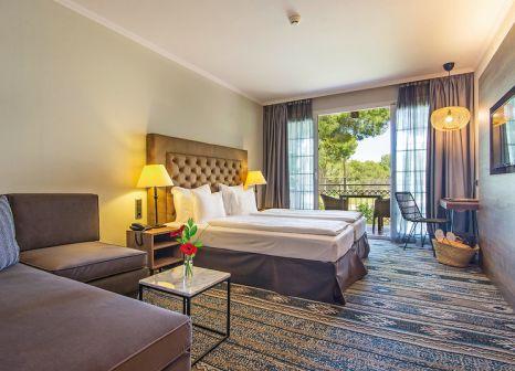 Hotelzimmer mit Mountainbike im Lindner Golf Resort Portals Nous