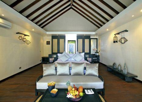 Hotelzimmer mit Mountainbike im Atmosphere Kanifushi Maldives