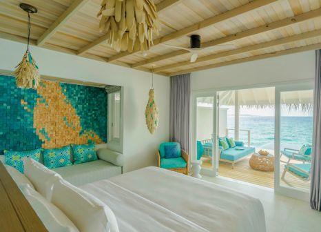 Hotelzimmer mit Volleyball im Finolhu Baa Atoll Maldives
