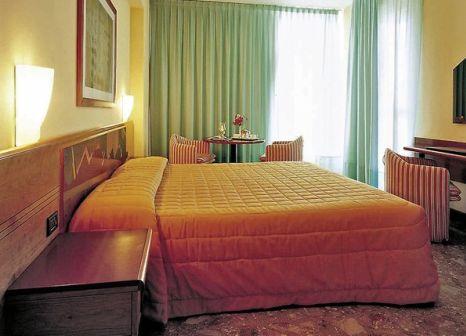 Hotelzimmer mit Mountainbike im Excelsior