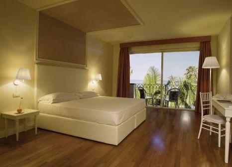 Hotelzimmer mit Kinderpool im Hotel Caparena Taormina