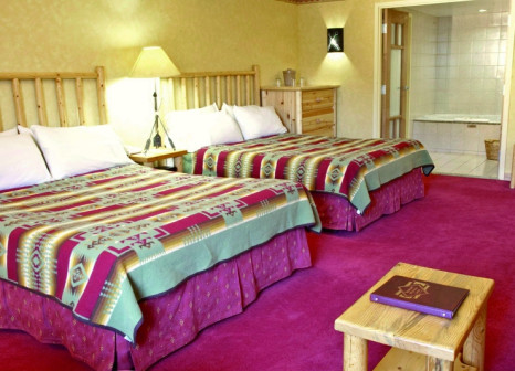 Hotelzimmer mit Whirlpool im Brewster's Mountain Lodge