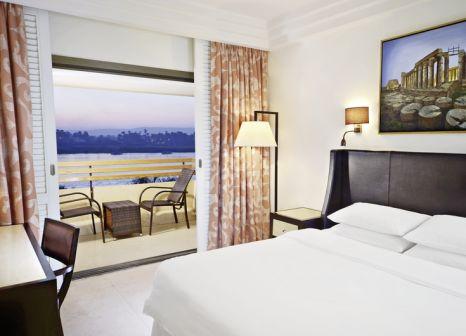 Hotelzimmer mit Volleyball im Steigenberger Resort Achti