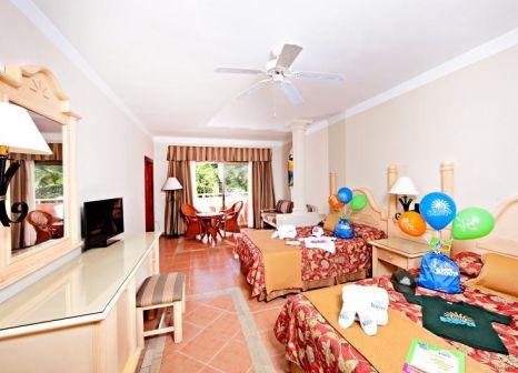 Hotelzimmer mit Volleyball im Bahia Principe Grand Turquesa