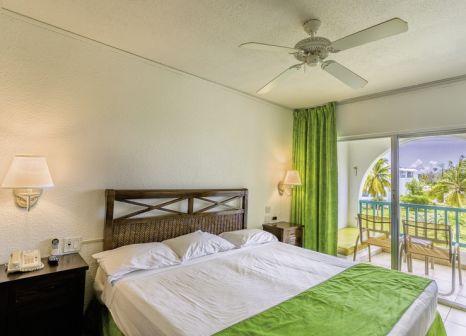 Hotelzimmer mit Volleyball im Jolly Beach Resort