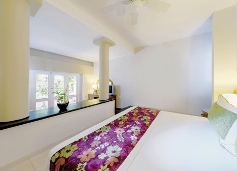 Hotelzimmer mit Mountainbike im Grand Sirenis Tropical Suites