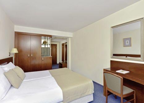 Hotelzimmer mit Yoga im Iberostar Bellevue