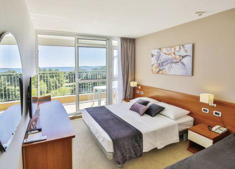 Hotelzimmer mit Mountainbike im Arena Hotel Holiday