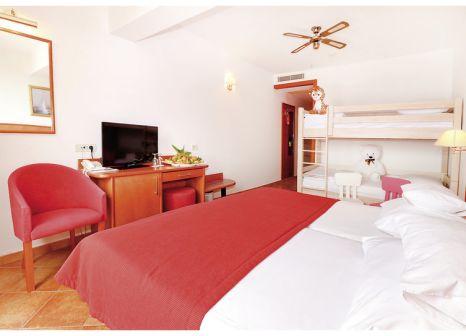 Hotelzimmer mit Mountainbike im Hotel Zora
