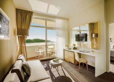 Hotelzimmer mit Volleyball im Remisens Hotel Albatros