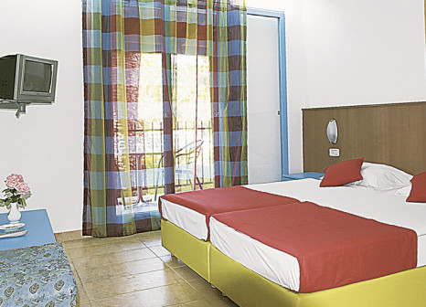 Hotelzimmer mit Mountainbike im Hotel Aleksandar