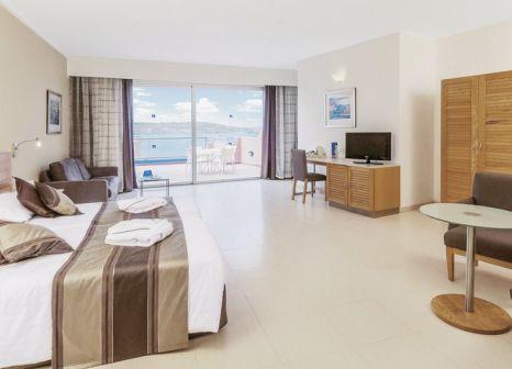 Hotelzimmer mit Volleyball im Dolmen Hotel Malta