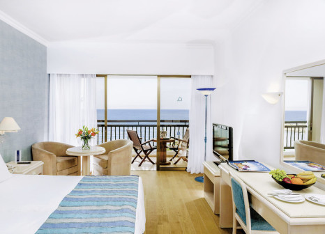 Hotelzimmer mit Volleyball im Coral Beach Hotel & Resort