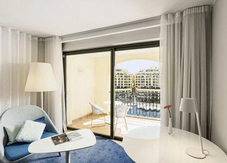 Hotelzimmer mit Yoga im Hilton Malta