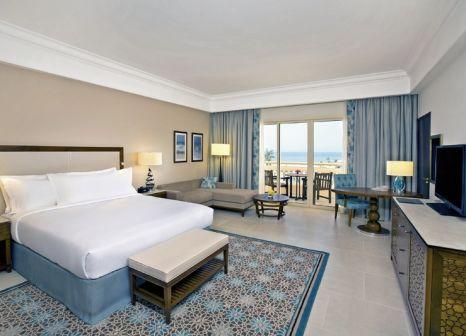 Hotelzimmer mit Minigolf im Hilton Al Hamra Beach & Golf Resort