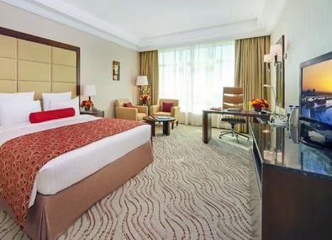 Hotelzimmer mit Tennis im Park Regis Kris Kin Hotel