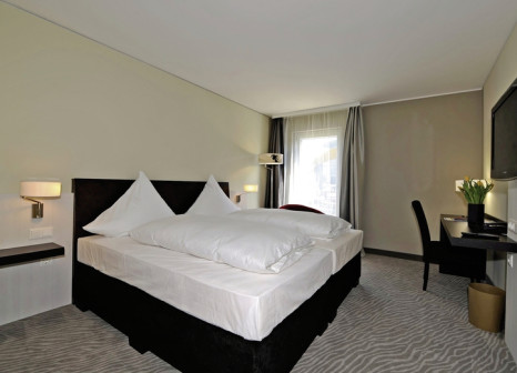Hotelzimmer mit Mountainbike im Hotel Ramada Innsbruck Tivoli