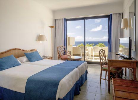 Hotelzimmer mit Mountainbike im Hotel Grand Teguise Playa