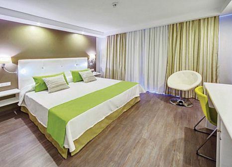 Hotelzimmer mit Tischtennis im RF Hotel San Borondon