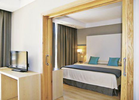 Hotelzimmer mit Mountainbike im Protur Sa Coma Playa Hotel & Spa