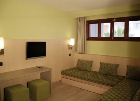 Hotelzimmer mit Mountainbike im Hotel Marins Playa