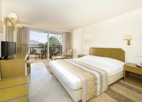 Hotelzimmer mit Volleyball im Iberostar Creta Panorama & Creta Mare