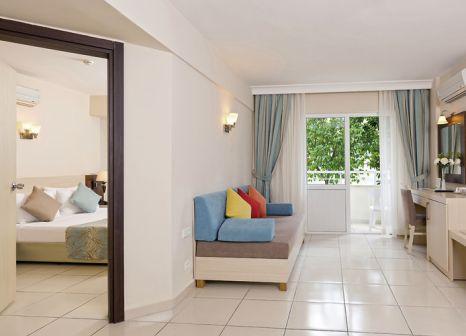 Hotelzimmer mit Volleyball im Club Hotel Sidelya