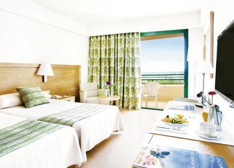 Hotelzimmer mit Mountainbike im Dreams Lanzarote Playa Dorada Resort & Spa