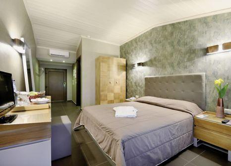 Hotelzimmer mit Mountainbike im Atrium