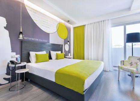 Hotelzimmer mit Tischtennis im Semiramis City Hotel