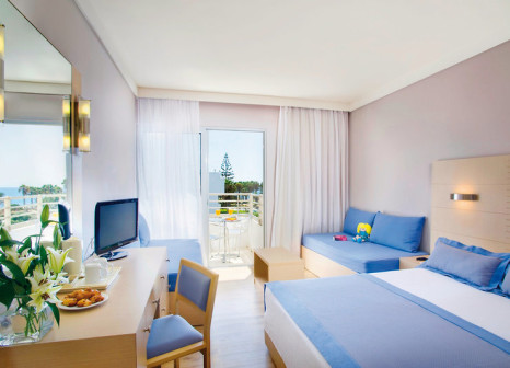 Hotelzimmer mit Mountainbike im Louis Ledra Beach Hotel