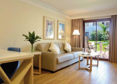 Hotelzimmer mit Volleyball im Alua Suites Fuerteventura
