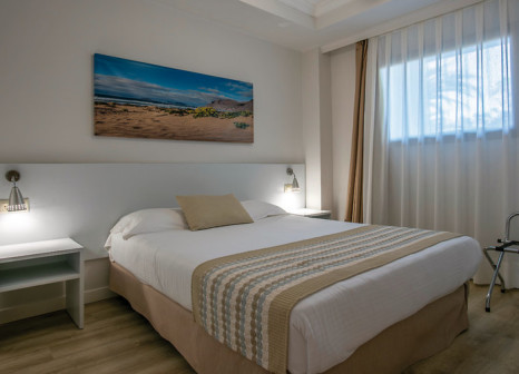 Hotelzimmer mit Mountainbike im Los Zocos