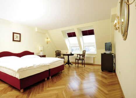 Hotelzimmer mit Hochstuhl im Hotel Regina
