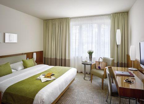 Hotelzimmer mit Hochstuhl im K+K Hotel Central