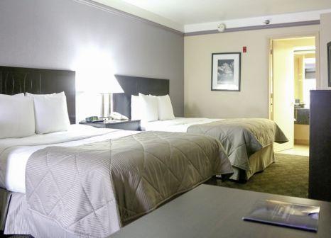 Hotelzimmer mit Golf im Clarion Suites Maingate