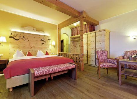 Hotelzimmer mit Mountainbike im Reindls Partenkirchner Hof