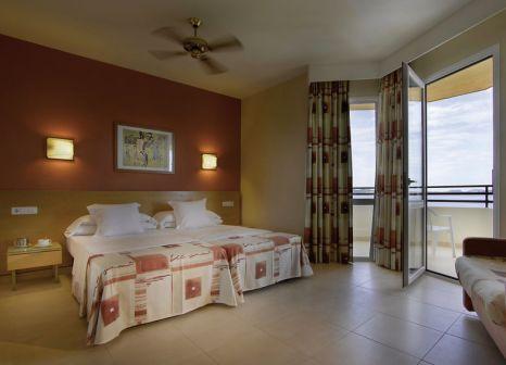 Hotelzimmer mit Mountainbike im TRS Ibiza Hotel