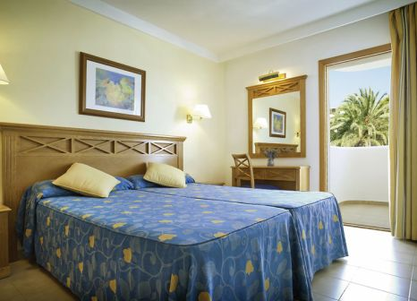 Hotelzimmer mit Yoga im Inturotel Cala Azul