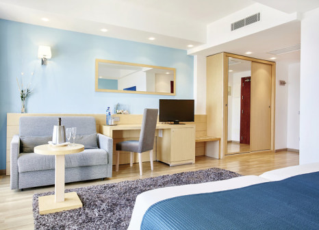 Hotelzimmer mit Mountainbike im Universal Hotel Cabo Blanco